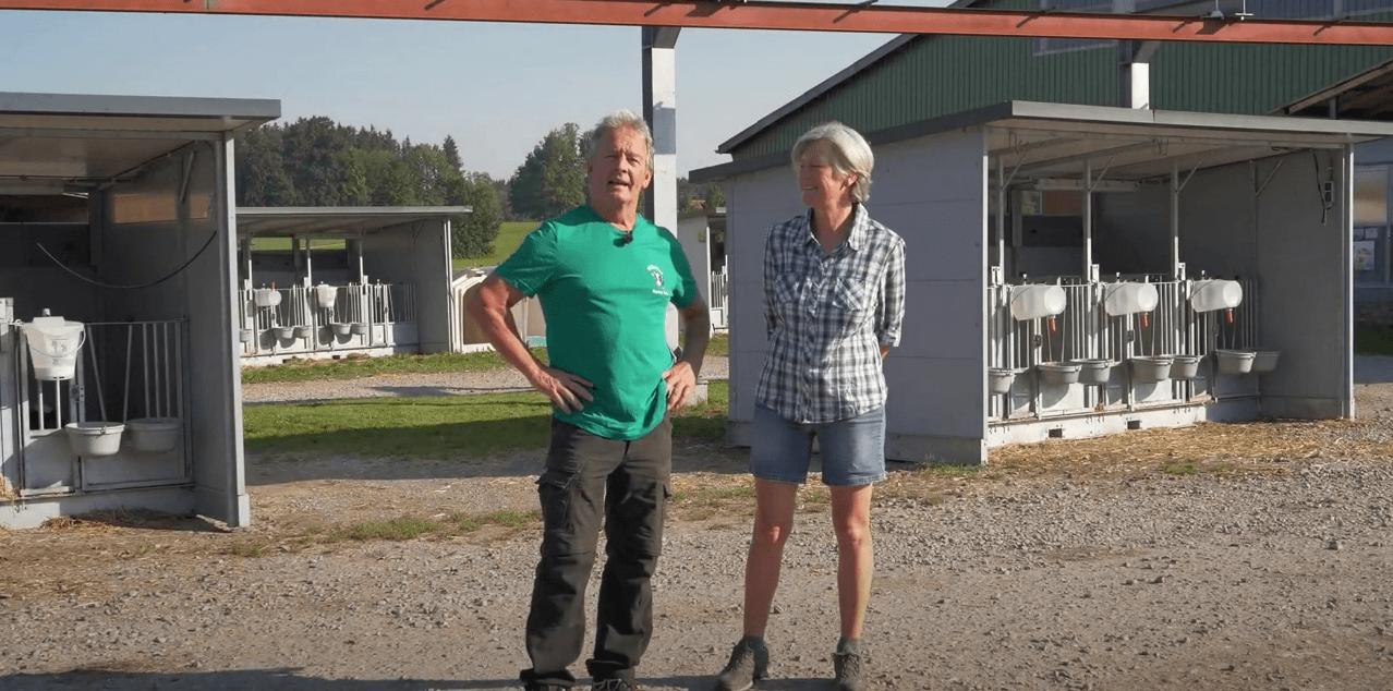 De boer aan het woord: Familie Karrer (DE) over hun kalverhuisvesting